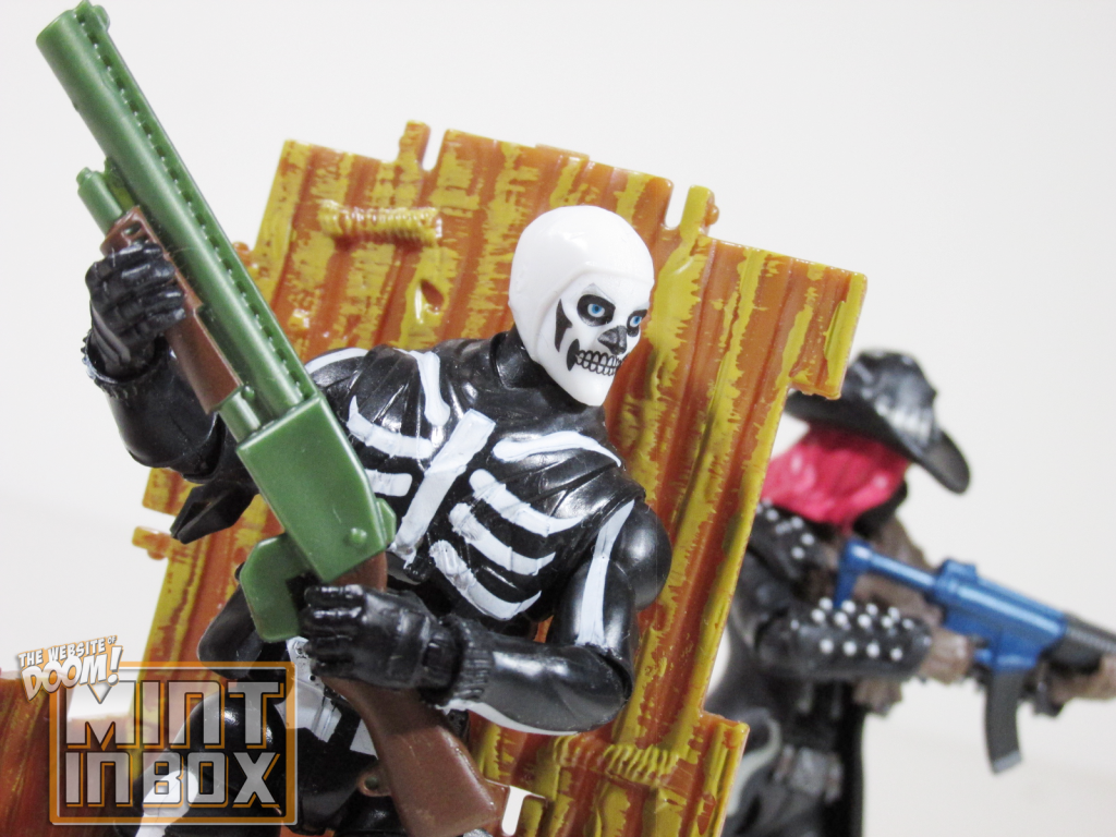 mint in box_jazwares_fortnite_solo mode_calamity_skull trooper_review (7)